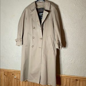 Woman's/ Unisex London Fog Trench Coat.